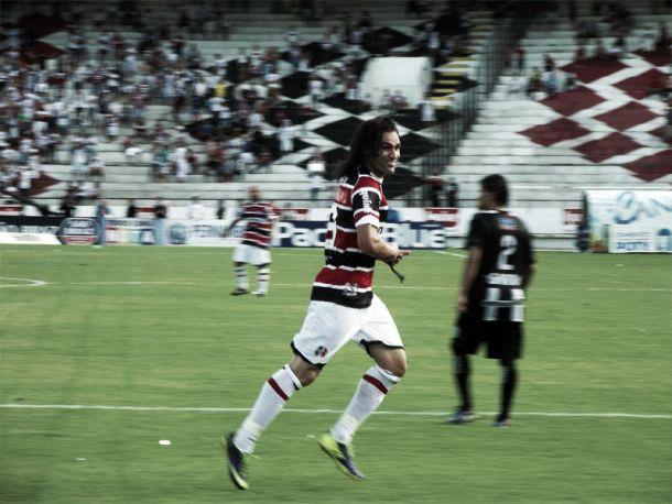 Após desencantar, Léo Gamalho fala da satisfação de ter marcado dois gols