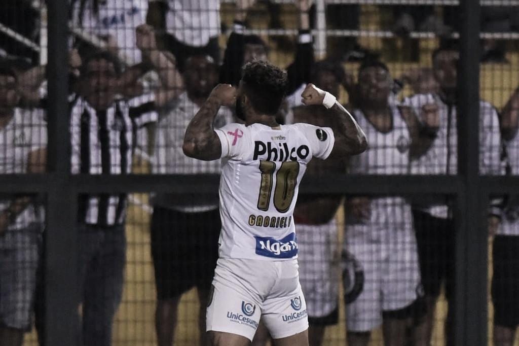 Gabigol marca e Santos vence clássico contra o Corinthians no Pacaembu