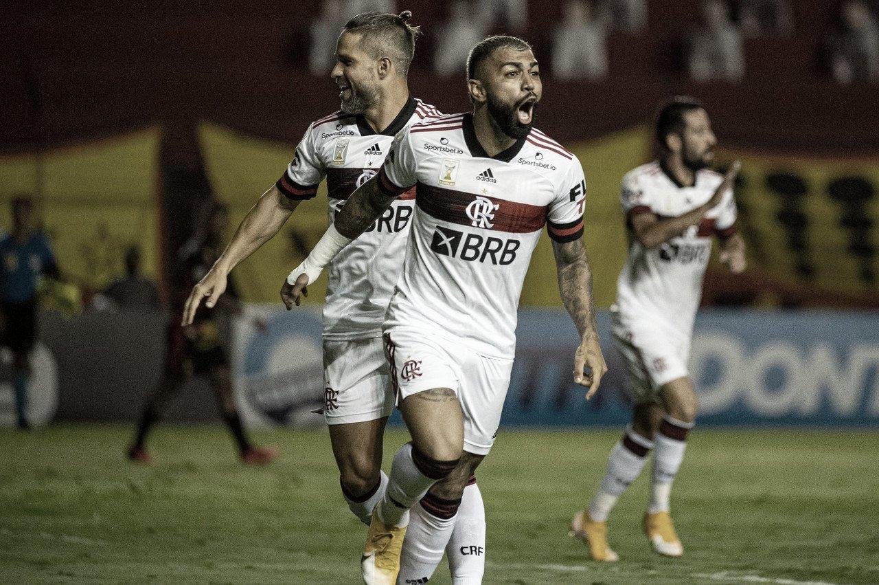 Flamengo decide no primeiro tempo, vence ameçado Sport e encosta no líder