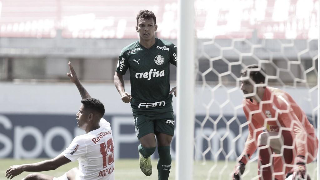 Gabriel Veron salva, Palmeiras vira sobre RB Bragantino e volta a vencer no Brasileirão