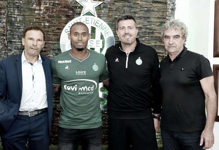 Saint-Étienne anuncia contratação do lateral-esquerdo Gabriel Silva, ex-Palmeiras
