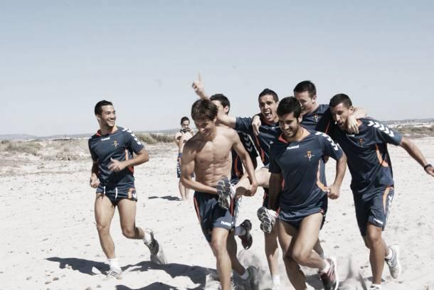 Fotogalería. Entrenamiento del Real Valladolid en la playa de La Llama, en imágenes