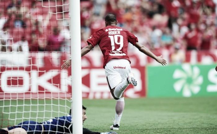 Roger brilha, marca duas vezes e Internacional goleia Avenida no Beira Rio