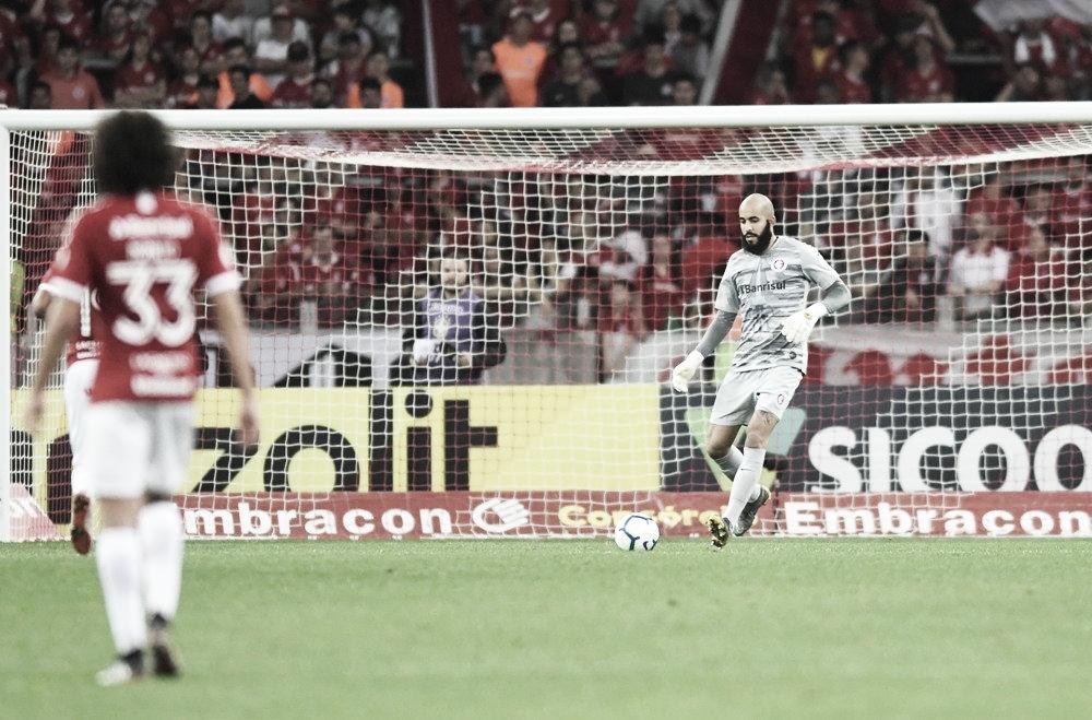 """Após quase um ano afastado, Danilo Fernandes volta GreNal: """"Sensação de alívio"""""""
