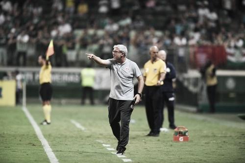 """Após derrota, Odair Hellmann já pensa nos próximos jogos do Internacional: """"Sequência pesada"""""""