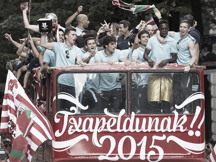Los jugadores del Athletic celebran la supercopa ganada en el 2015
