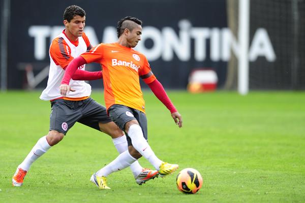 Dunga testa Inter com três volantes e Jorge Henrique no time titular
