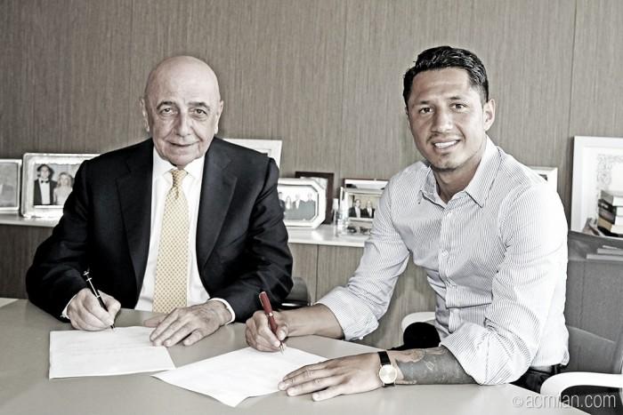Artilheiro da Serie B italiana, Lapadula é oficialmente contratado pelo Milan