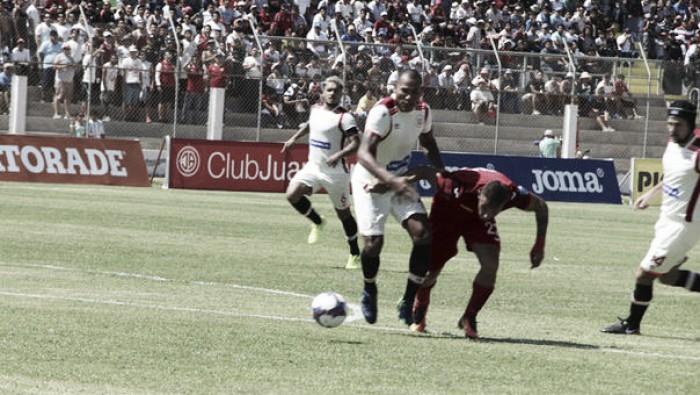Diego Guastavino marcó golazo de tiro libre ante Juan Aurich — Universitario