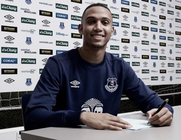 Brendan Galloway signs new Everton deal
