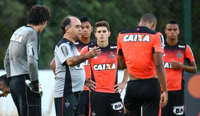 Com muitos desfalques, Marcelo Oliveira fecha treino e não revela escalação do Atlético-MG