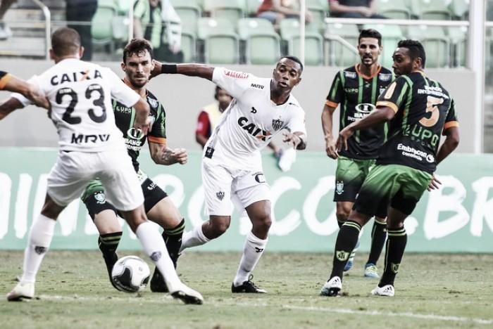 Goleiro João Ricardo brilha, pega pênalti de Robinho e América bate Atlético no Horto