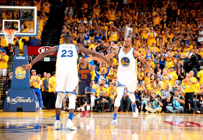 Golden State prend la main