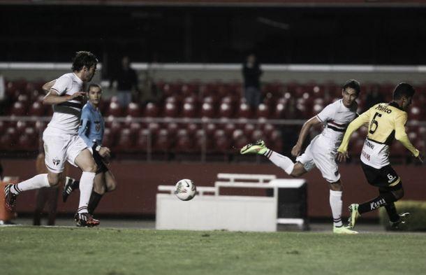 Ganso brinca sobre assistência: ''Coçou o pé, mas o Kaká merece''