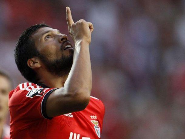 Benfica 3-1 Paços de Ferreira: tango a mais com Paços a menos