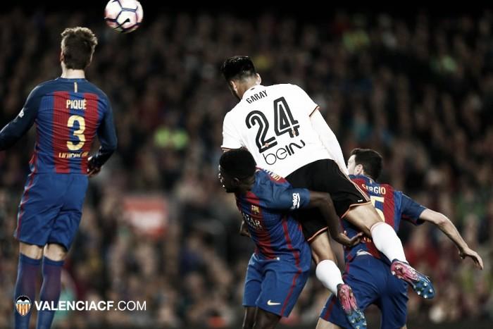 Mangala y Garay, noche de traca contra el Barcelona