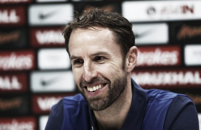 Após quatro jogos como interino, Gareth Southgate é oficializado novo treinador da Inglaterra