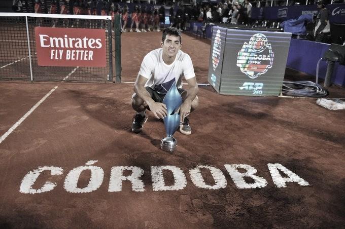 Com direito a 'pneu', Garín bate Schwartzman e conquista o ATP 250 de Córdoba