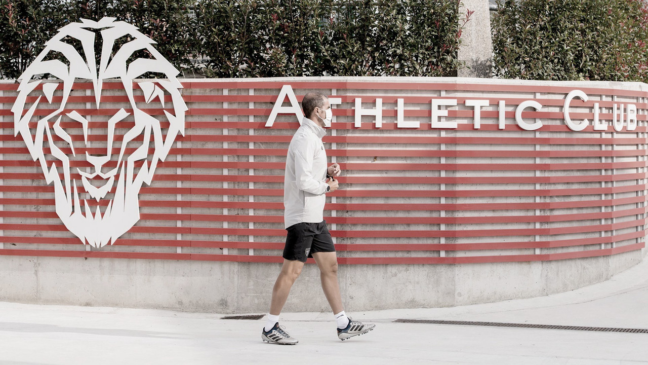 Garitano camina hacia el entrenamiento / Foto: Athletic Club