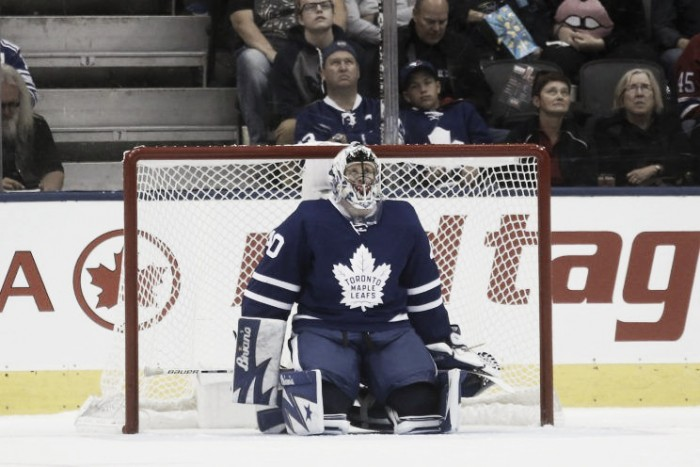 Los Maple Leafs suspenden a Garret Sparks