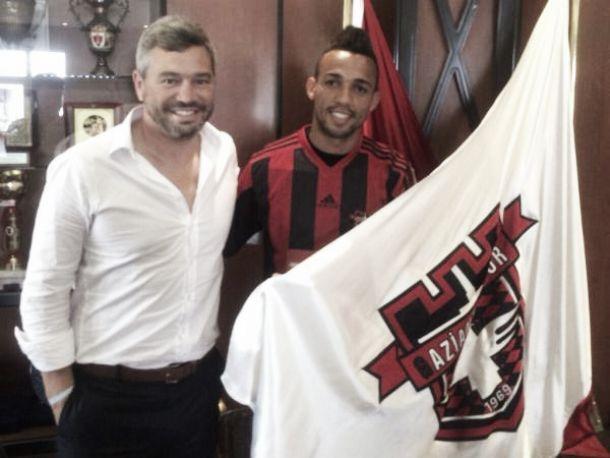 Nem aqueceu lugar: Benfica empresta Marçal ao Gaziantepspor