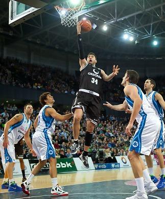 El Lagun Aro avanza hacia la copa a costa del Bilbao Basket
