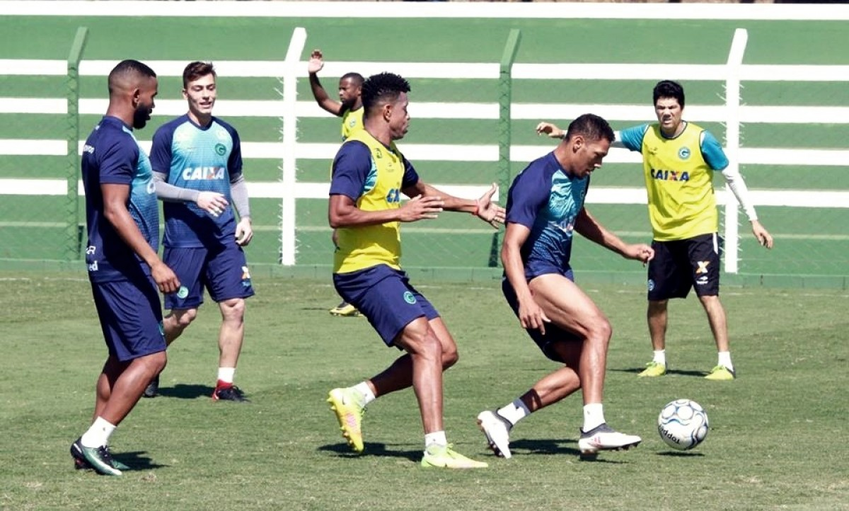 Visando retorno ao G-4, Goiás desafia líder Fortaleza no Estádio Olímpico