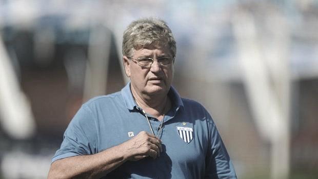 Vivendo maior seca de vitórias do século XXI, Avaí anuncia demissão do técnico Geninho