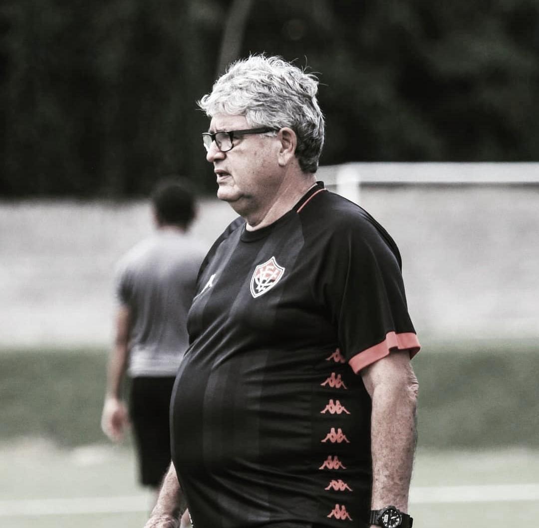 """Geninho aprova desenvolvimento do time em sua estreia: """"Equipe merecia a vitória"""""""