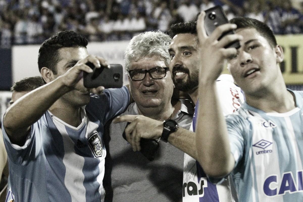 """Geninho ignora polêmica com VAR e destaca merecimento do Avaí pelo título: """"Está em boas mãos"""""""