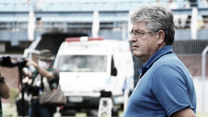 """Geninho exalta elenco do Avaí após vitória contra o CSA: """"Quando cai levanta forte"""""""
