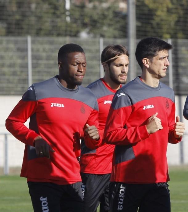 Gerard Moreno entrena con el grupo