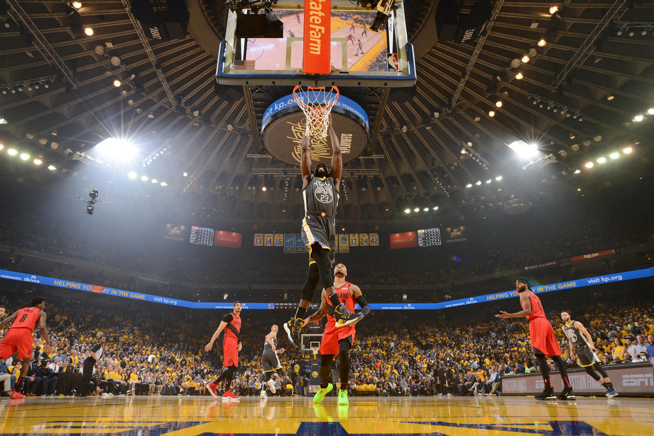 Playoffs NBA: Los Warriors ganan de manera apretada y ponen el 2-0