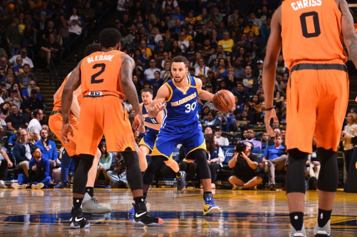 Trio combina para 89 pontos, Warriors vencem Suns e seguem na cola dos Clippers