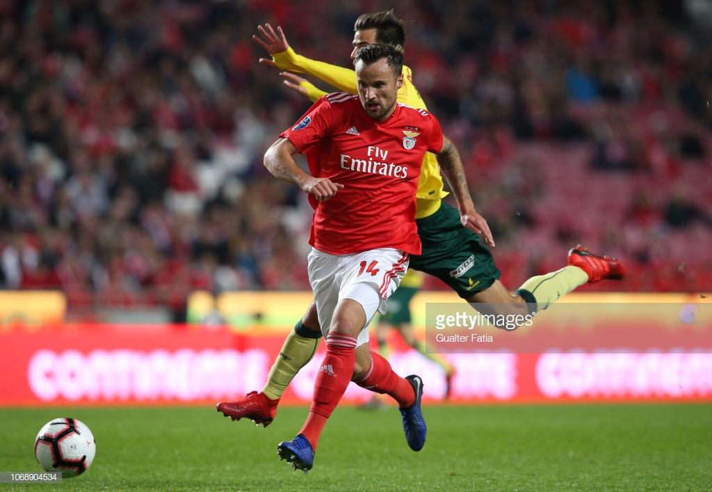 Benfica vence Paços na Luz