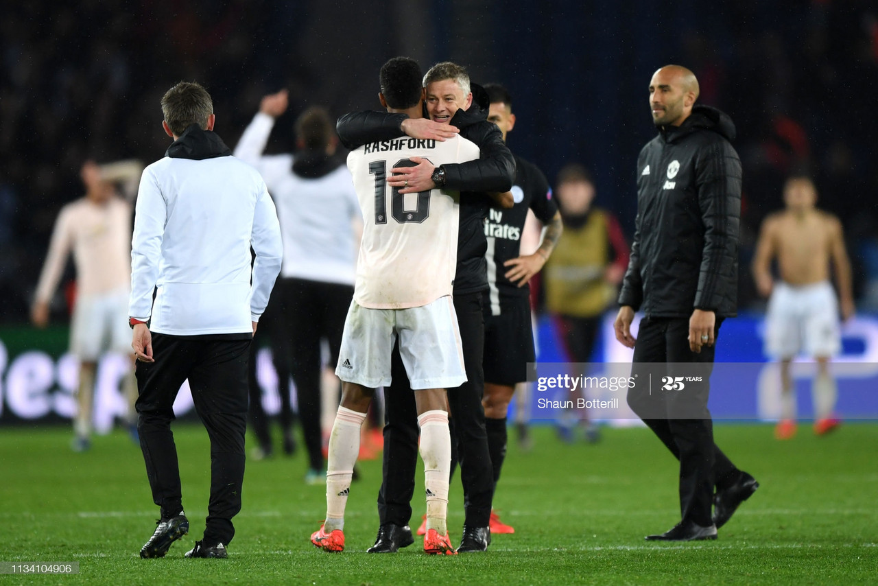 PARIS, FRANCE - MARCH 06: Ole Gunnar Solskjaer, Manager of Manchester United celebrates victory with Marcus Rashford during the UEFA Champions League Round of 16 Second Leg match between Paris Saint-Germain and Manchester United at Parc des Princes on March 06, 2019 in Paris, . (Photo by Shaun Botterill/Getty Images)