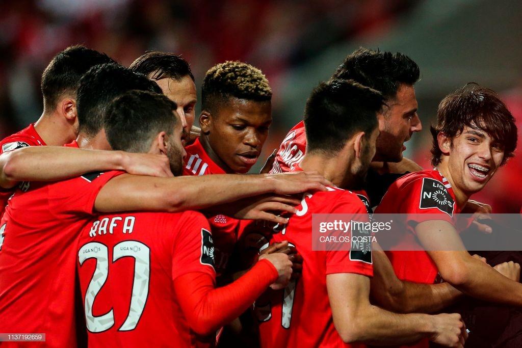 Benfica mantém pressão