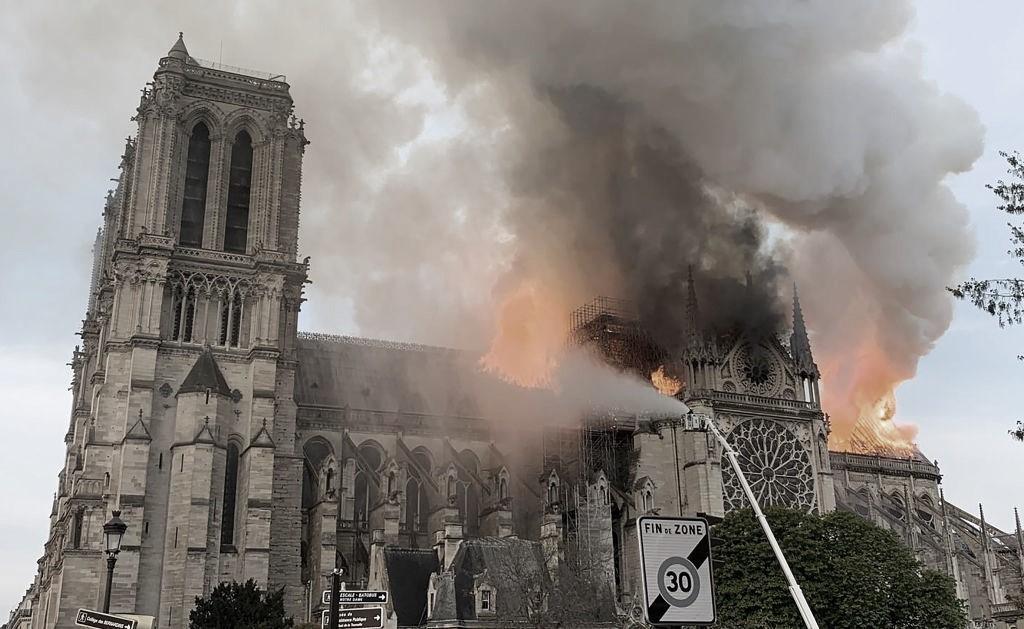 Nôtre Dame: la emblemática catedral gótica parisina víctima de un incendio