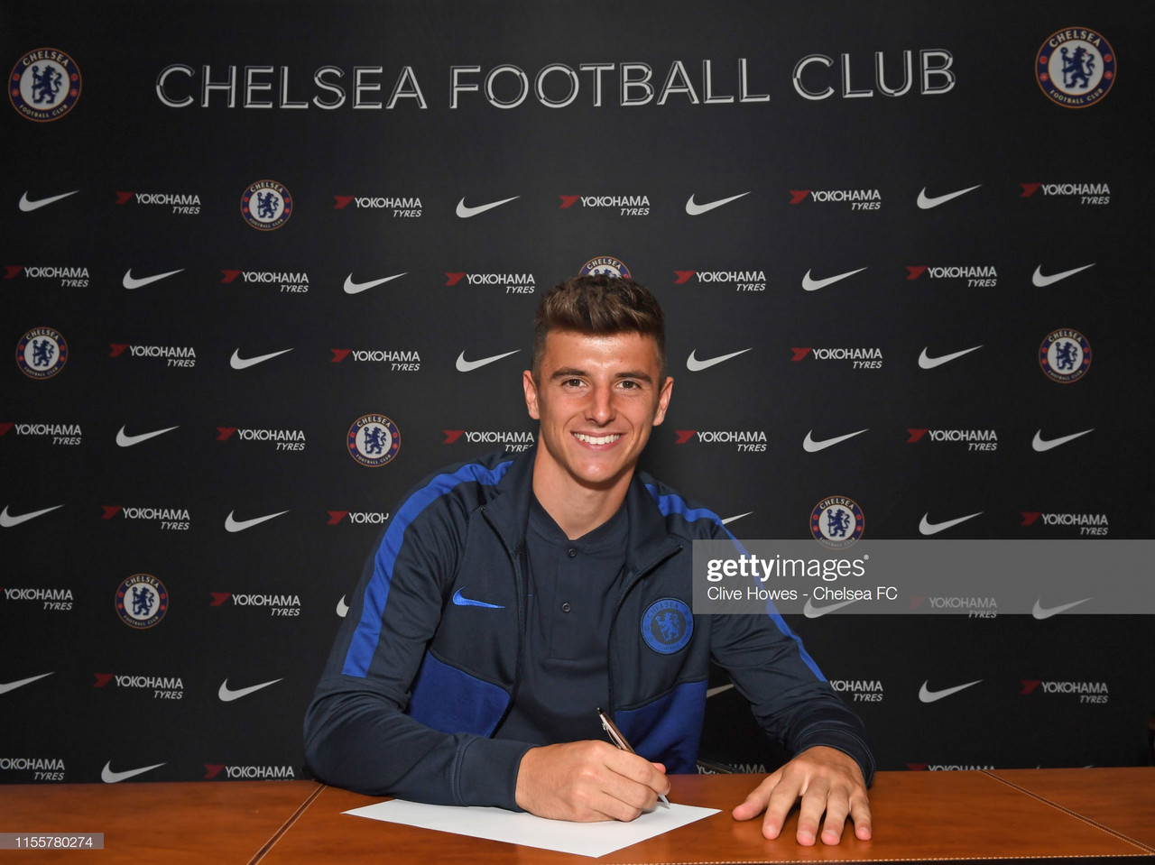 Mason Mount signs five-year contract at Chelsea