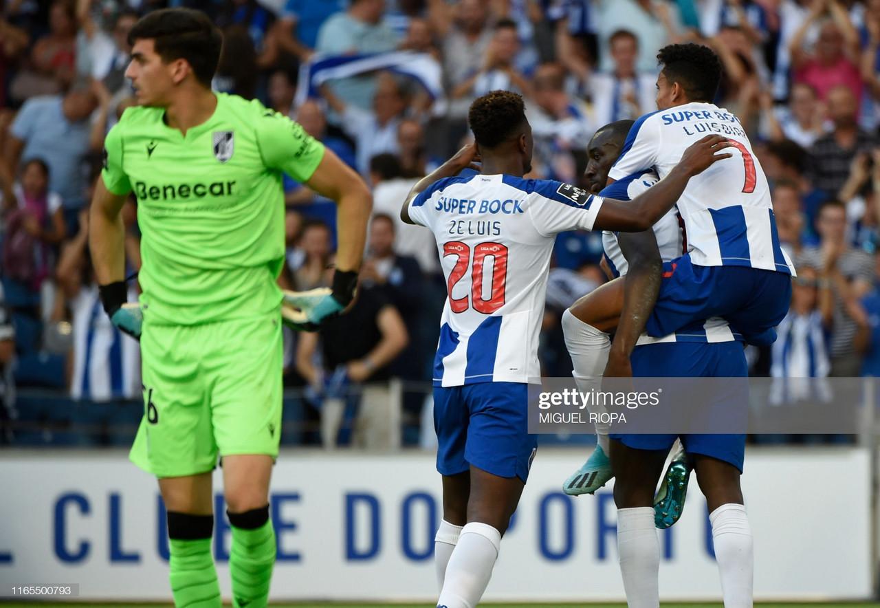 FC Porto soma e segue