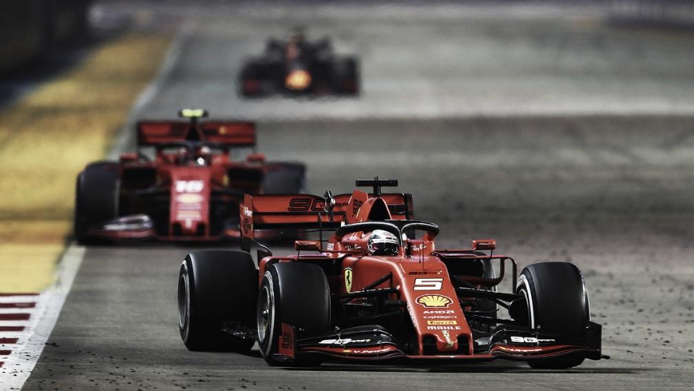 """Vettel ganha primeira posição de Leclerc em pit stop e diz: """"Fiquei bastante surpreso"""""""