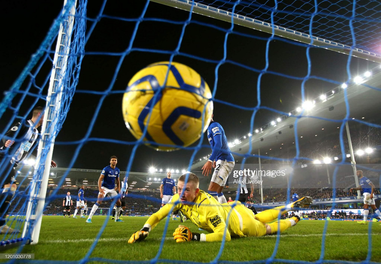 What happened the last time Newcastle United faced Everton at Goodison Park?