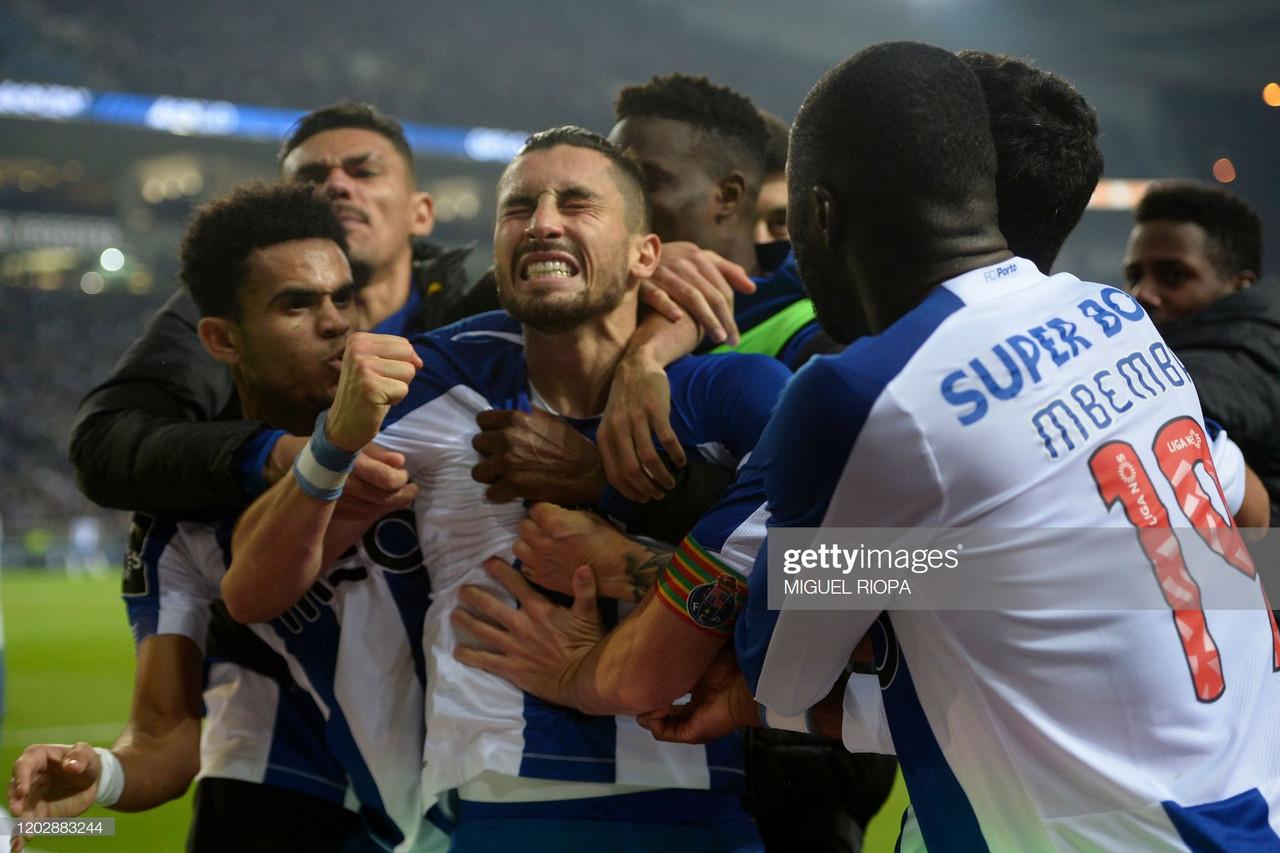 Bomba de Alex Telles coloca FC Porto em liderança provisória.
