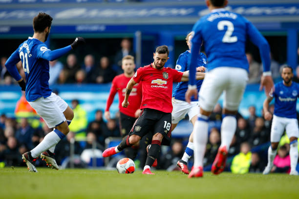 LIVERPOOL, ENGLAND - MARCH 01: Bruno Fernandes of Manchester United Shoots and scores a goal to make it 1-1 during the Premier League match between Everton FC and Manchester United at Goodison Park on March 1, 2020 in Liverpool, United Kingdom. (Photo by Ben Early - AMA/Getty Images)