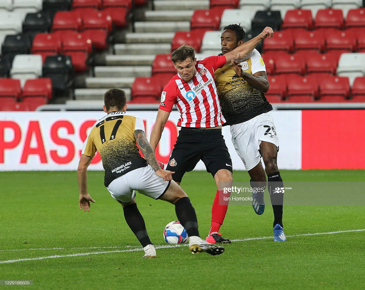 Charlie Wyke of Sunderland has a shot during the Sky Bet League One match between Sunderland and Crewe Alexandra at Stadium of Light on October 20, 2020 in Sunderland, England. (Photo by Ian Horrocks/Getty Images)