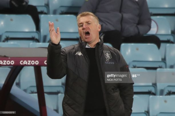 Aston Villa's English head coach Dean Smith gestures from the touchline during the English Premier League football match between Aston Villa and Leeds United at Villa Park in Birmingham, central England on October 23, 2020. (Photo by Nick Potts / POOL / AFP) / RESTRICTED TO EDITORIAL USE. No use with unauthorized audio, video, data, fixture lists, club/league logos or 'live' services. Online in-match use limited to 120 images. An additional 40 images may be used in extra time. No video emulation. Social media in-match use limited to 120 images. An additional 40 images may be used in extra time. No use in betting publications, games or single club/league/player publications. / (Photo by NICK POTTS/POOL/AFP via Getty Images)