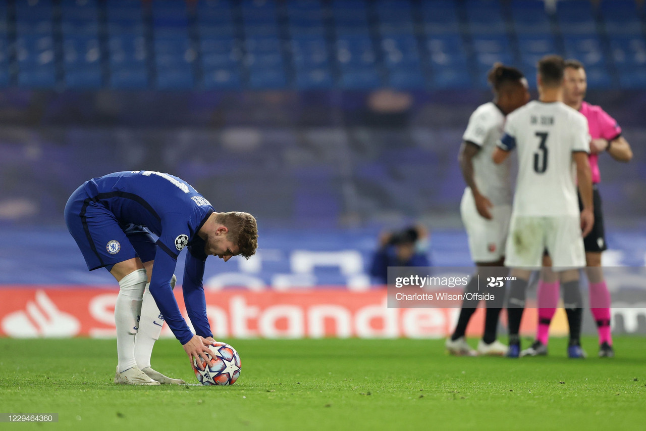 Timo Werner of Chelsea places the ball on the penalty spot as Rennes players argue with referee Felix Zwayer during the UEFA Champions League Group E stage match between Chelsea FC and Stade Rennais at Stamford Bridge on November 4, 2020 in London, United Kingdom. (Photo by Charlotte Wilson/Offside/Getty Images)