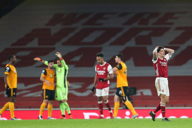 LONDON, ENGLAND - NOVEMBER 29: A dejected Hector Bellerin of Arsenal at full time during the Premier League match between Arsenal and Wolverhampton Wanderers at Emirates Stadium on November 29, 2020 in London, United Kingdom. Sporting stadiums around the UK remain under strict restrictions due to the Coronavirus Pandemic as Government social distancing laws prohibit fans inside venues resulting in games being played behind closed doors. (Photo by James Williamson - AMA/Getty Images)