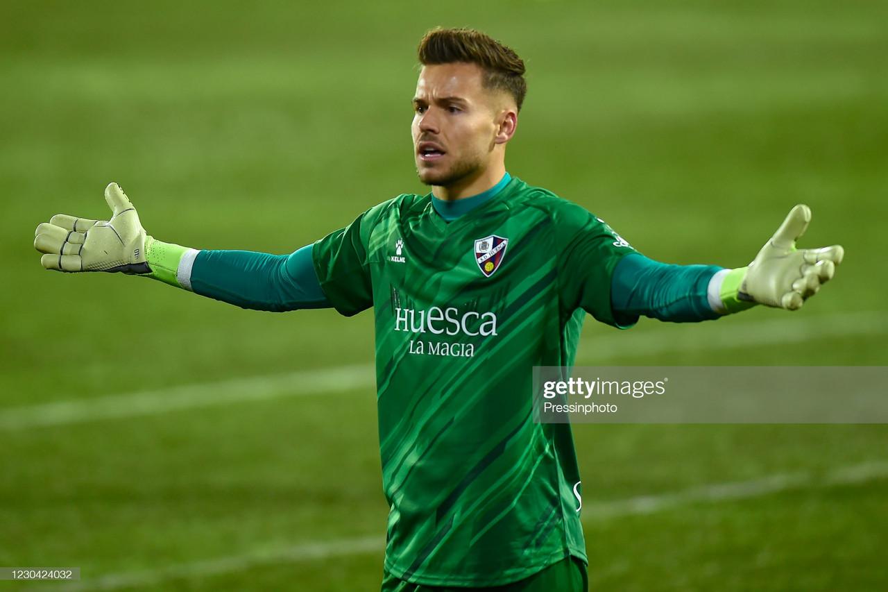 Brentford sign former Spain Under-21 goalkeeper on loan
