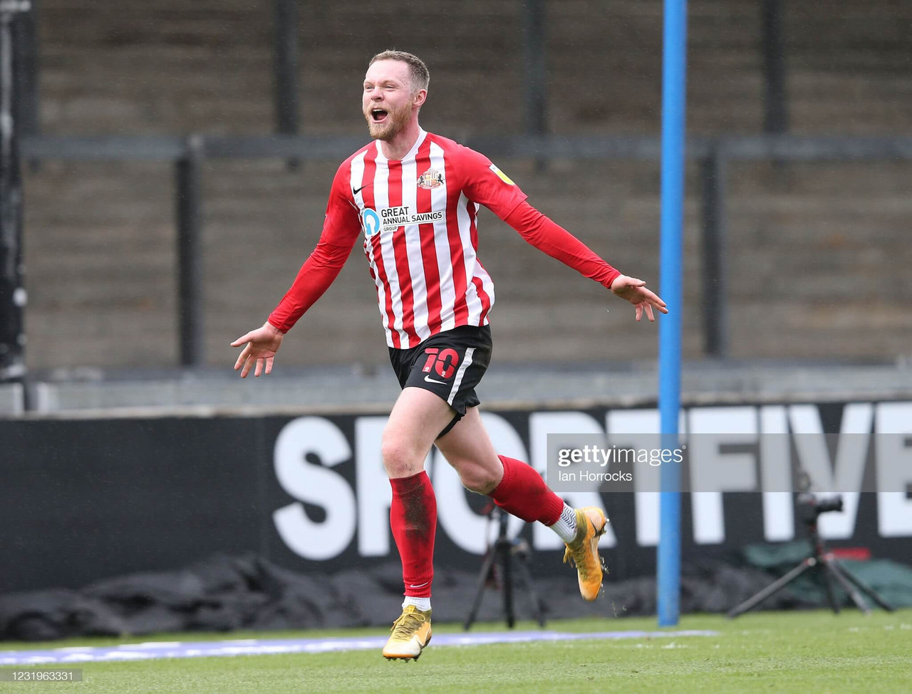 Bristol Rovers 0-1 Sunderland: O'Brien goal keeps pressure on top two